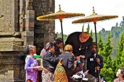 Ritual Pemotongan Rambut Gimbal. Photo by Zaki Habibi.