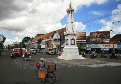 Picture is retrieved from https://vacationspotindonesia.wordpress.com/2014/05/26/yogyakarta-a-cultural-heritage/